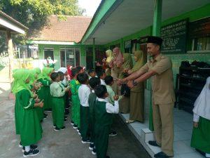 MI Al Ikhlas Karangdiyen Ajak Wali Murid Bentuk Madrasah Ramah Anak