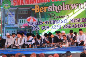 SMK Manbaul Ulum Muncar Peringati HUT RI dengan Bersholawat