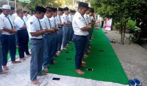 SMA Islam Sidoarjo Shalat Ghaib Untuk Mbah Moen