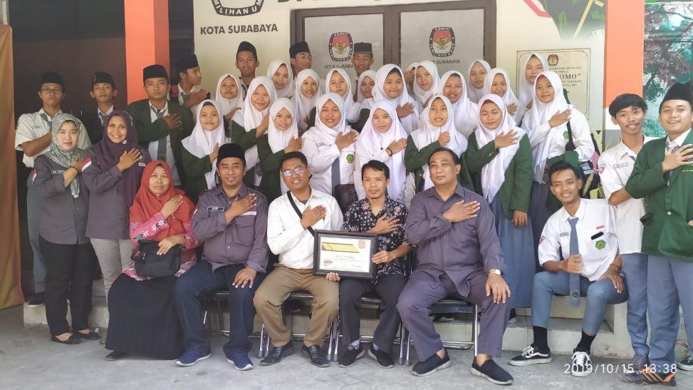 KPU Surabaya Kenalkan Tahapan Pemilu Kepada Pemilih Pemula Dari MA Al-Fatich